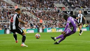 Drama na St. Jamesu: Pet golova, prekid, crveni karton, Arapi na tribinama i slavlje Tottenhama