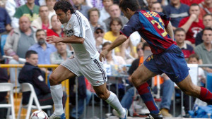 Luis Figo o prvom povratku na Nou Camp: Bacali su sve i svašta, ali jedna boca...