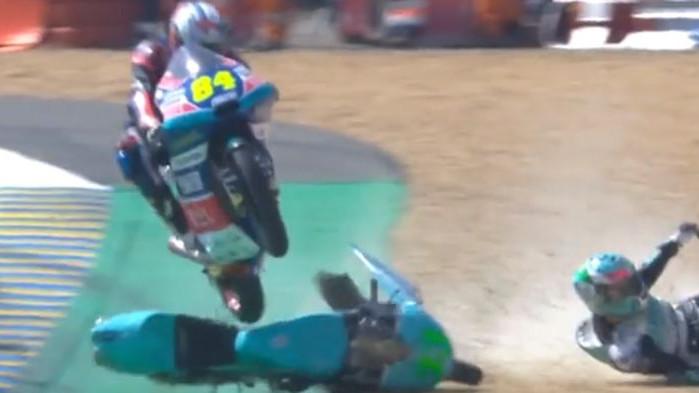 Kaskaderski potez: Ne, ovo nije Hollywood već utrka Moto3!