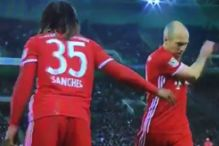 Robben poludio nakon izmjene, saigrači mu se ismijali