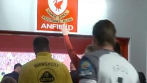 Klopp 2016. godine zabranio igračima da diraju grb na Anfieldu, a onda je stigao petak