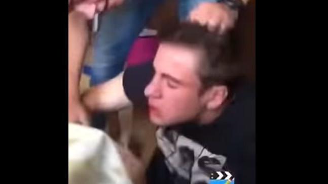 Pojavila se snimka: Igrač Dinama srušio se sa stolice nakon šamara