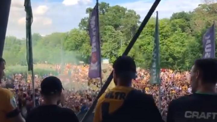 Dynamo ispao u treću ligu, a ispred stadiona hiljade navijača - pjesma, navijanje, zahvaljivanje