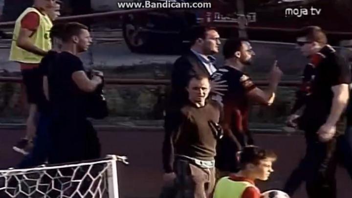 Pogledajte žestok 'okršaj' Ivetića i nezadovoljnih navijača Slobode