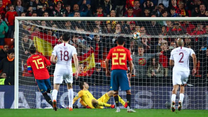 Sergio Ramos panenkom donio sva tri boda reprezentaciji Španije