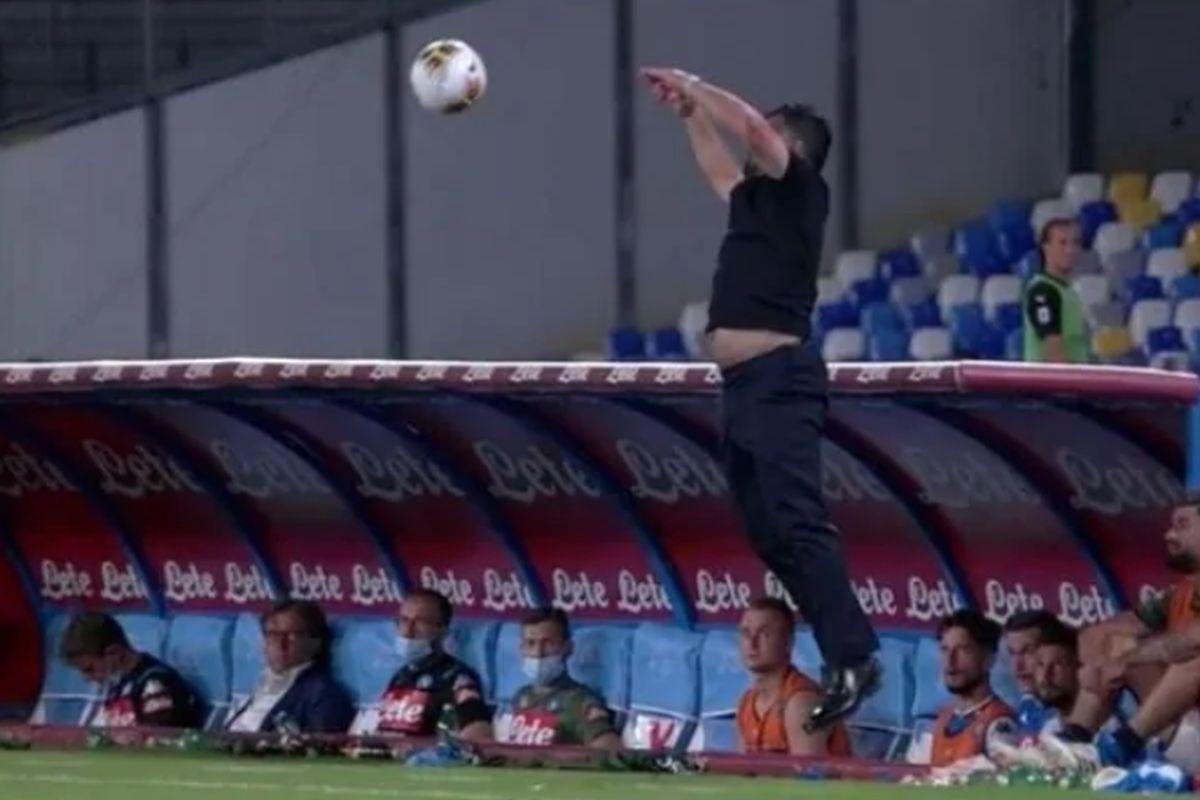 Gattusov pokušaj da uhvati loptu je urnebesan, izdala ga je majica