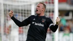 Rooney na mukama: Treniram, a ne mogu da igram