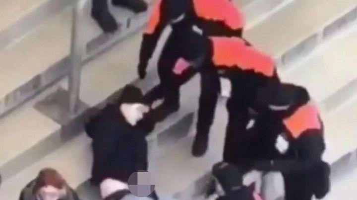 Nevjerovatan snimak: Navijač Herthe masturbirao na stadionu, pa ga priveli