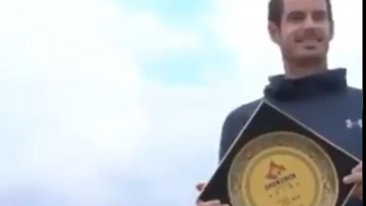 Murray kao nekad Ramos: Na uručenju slomio nagradu