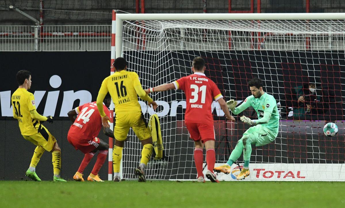 Čudesni dječak zabio prvi gol u karijeri, ali Edin Terzić i Borussija poraženi napuštaju Berlin