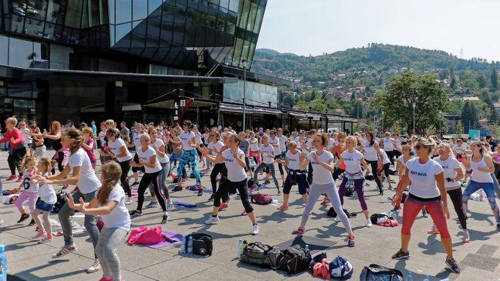 Veliki broj vježbača treniralo ispred SCC-a