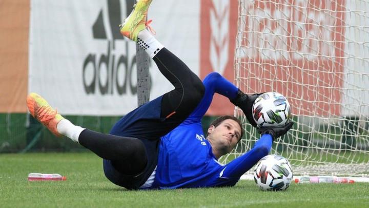 """Begović otvorio dušu i komentarisao situaciju u reprezentaciji: """"Poželio sam se tog svetog osjećaja"""""""