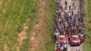 Prekinut Tour de France, policija upotrijebila suzavac