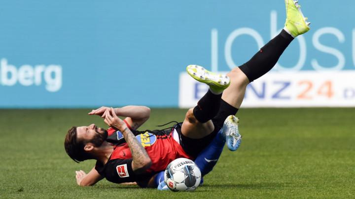 Ništa se ne prepušta slučaju: Pogledajte šta pedantni Nijemci rade s loptama dok su van igre