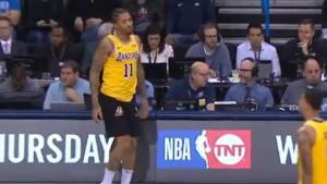 Košarkaš Lakersa pri ulasku u igru shvatio da ima pogrešnu opremu