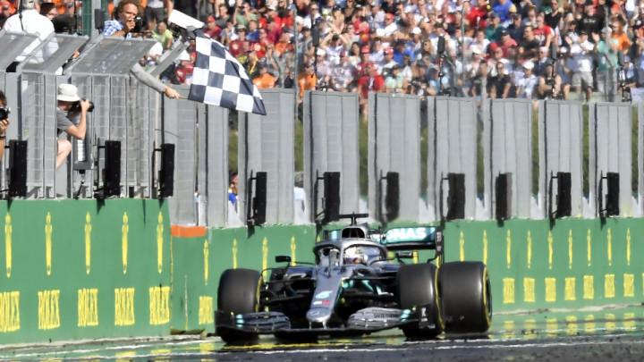 Ako je suditi po prvom treningu u novoj sezoni, u Formuli 1 se ništa nije promijenilo