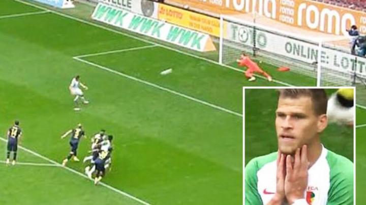 """Fudbaler Augsburga tvrdi da je ispao budala: """"Je*ene utakmice bez publike"""""""