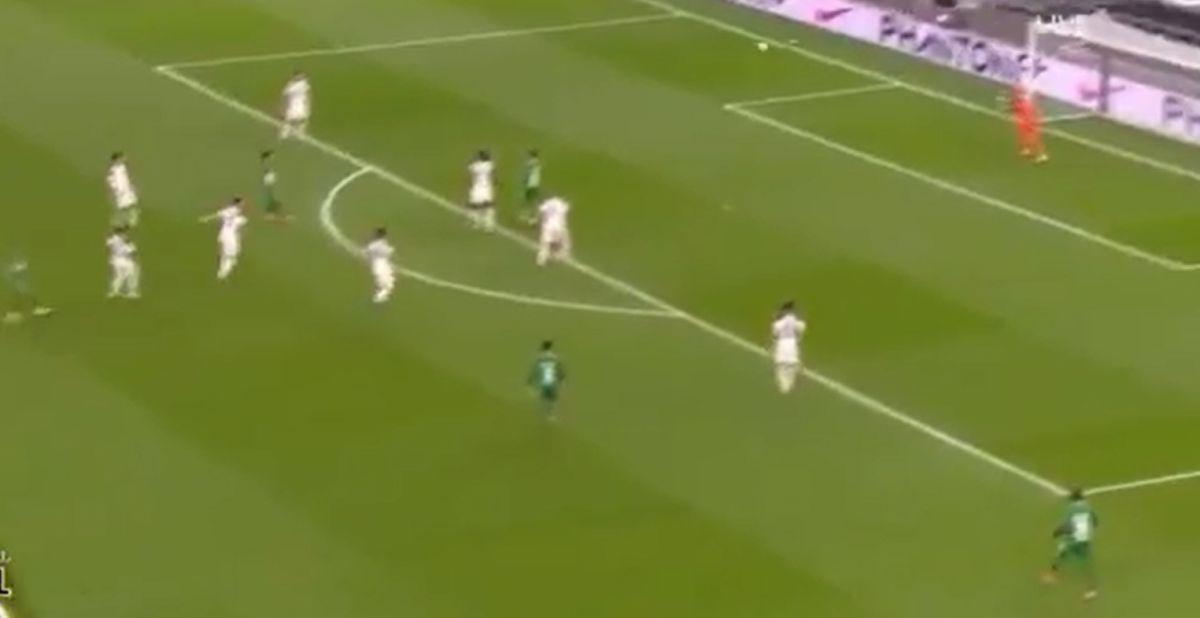 Projektilom je zaledio navijače Željezničara, a večeras je isto uradio Mourinhu