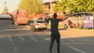 Urnebesan video: Zaboravljeni igrač trčao za autobusom