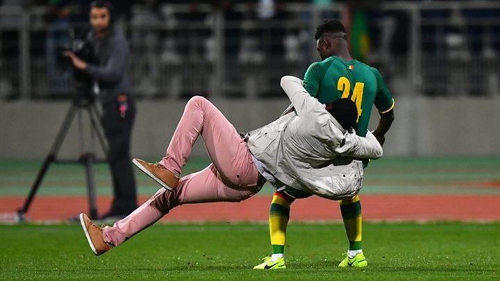 Huligani prekinuli prijateljsku utakmicu u Parizu