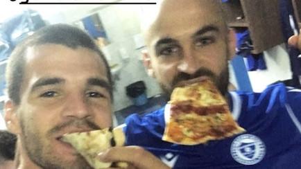 Kako se slavi u svlačionici Plavih? Pizza ispred svega...