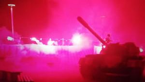 Navijači Crvene zvezde uz bakljadu pored tenka pozvali na utakmicu