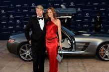 Legendarni vozač Formule 1 oženio striptizetu