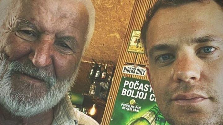 Neuer u Hrvatskoj: Biciklom svratio u kafić i platio 'turu' svima