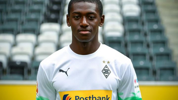 Nogometaš Borussije četiri godine nakon što je potpisao za klub debitovao u Bundesligi