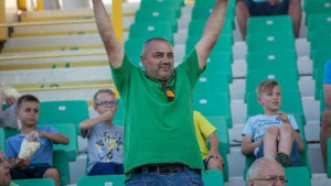 Navijač iz Srbije transparentom oduševio hrvatsku publiku i zaradio aplauz