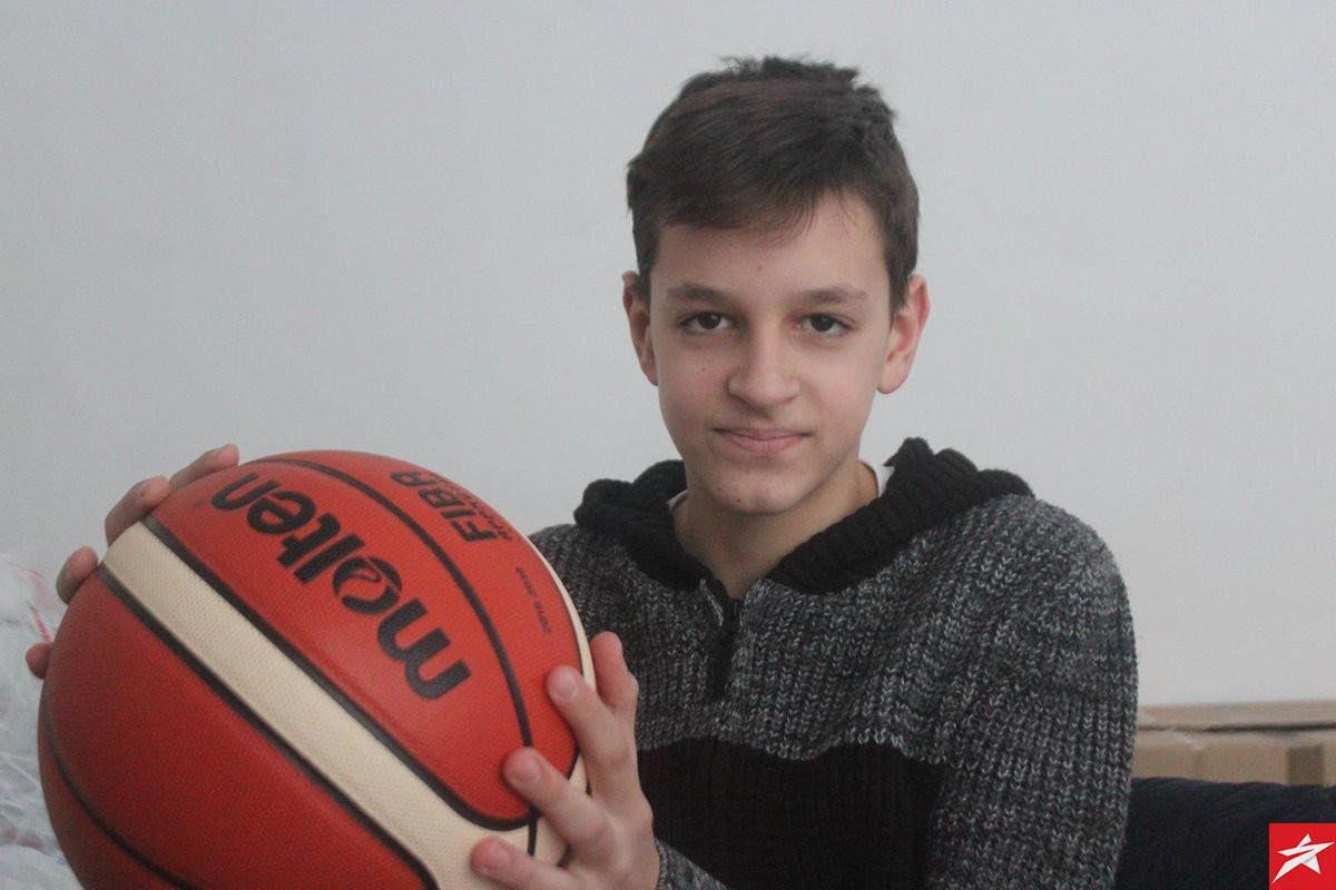 Uči za hafiza, sanja o dresu Efesa, a na košarkaškom terenu je nezaustavljiv!
