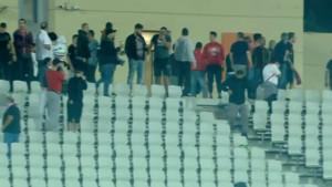 Opšta tuča navijača Olympiacosa sa policijom