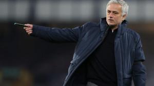 To može samo on: Mourinho nije ni počeo trenirati Romu, a već je dobio mural u Rimu