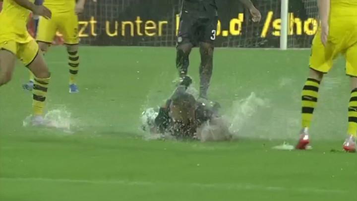 """Borussia krenula furiozno protiv Udinesea pa """"povukla ručnu"""", meč je na kraju morao biti prekinut"""