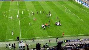 Strah i muk na Groupama stadionu: Igrač Lyona se usred akcije srušio na teren