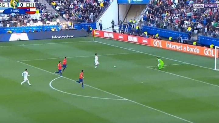 Argentina vodi sa 2:0 protiv Chilea, Dybala majstorski savladao Ariasa