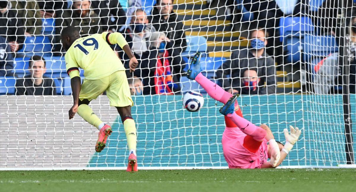 Arsenal u finišu meča slomio otpor Palacea i ostao u utrci za plasman u Evropu