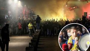 Skandal potresa turski fudbal: Hiljade navijača na aerodromu, Ozil u centru pažnje