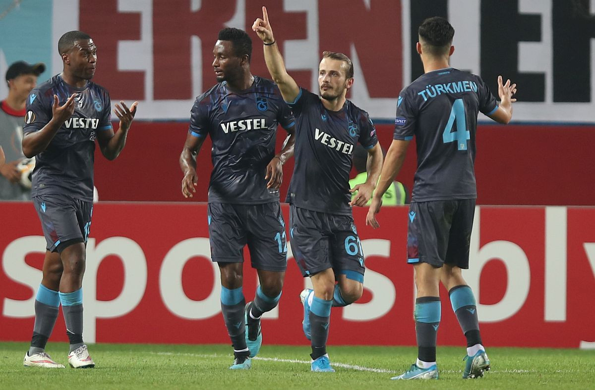 Trabzon preskočio Fener i Bešiktaš, petarda Alanyaspora u Denizliju