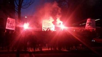 Navijači Crystal Palacea bakljama protestovali protiv Premie