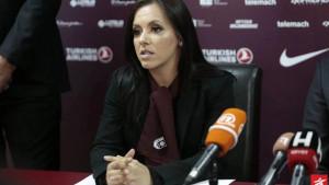 Direktorica FK Sarajevo zablistala u Londonu: Crvena boja joj savršeno pristaje...