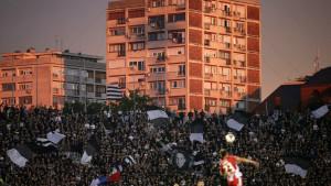 Navijači Partizana se prerušili u fotografe, pa gađali Zvezdinog golmana