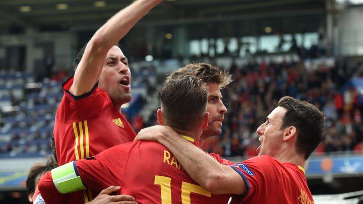 Pique u finišu donio pobjedu Španiji