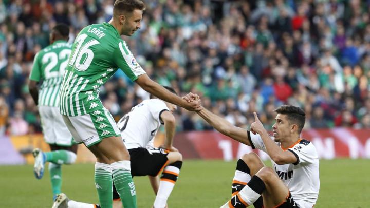 Barcelona poslala ponudu Betisu za napadača