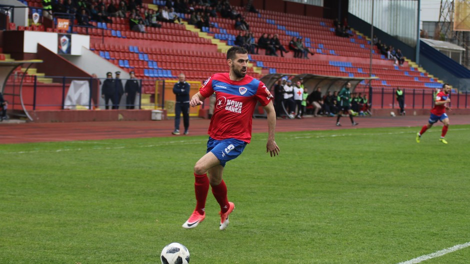 Kunić odbio Kukesi, stigla ponuda iz Premijer lige
