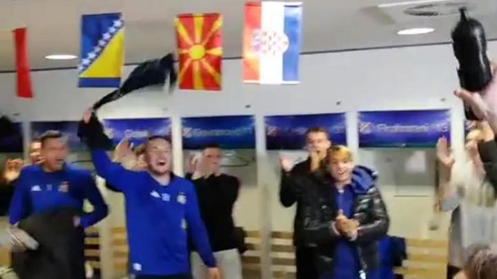 Fešta u svlačionici Dinama, tu je i zastava Bosne i Hercegovine