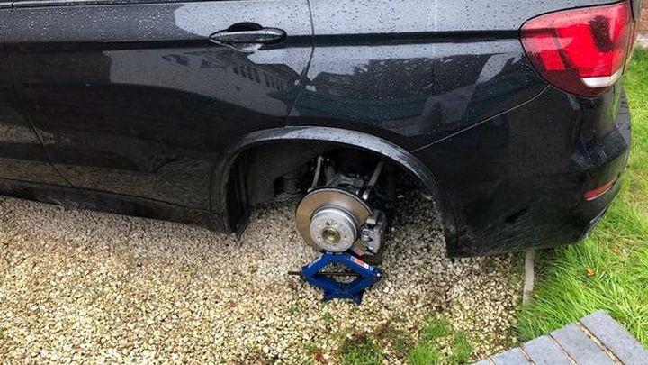Igrač Wolverhamptona se šokirao kada je vidio šta se desilo s njegovim BMW-om