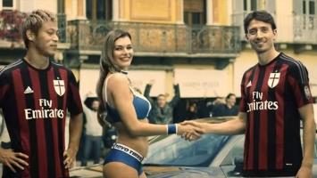 Četiri fudbalera Milana i djevojka u bikiniju u ludoj misiji