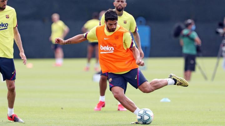 Luis Suarez je za razliku od Arthura pokazao da je veliki gospodin