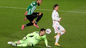 Real sve dalje od titule: Betis neporažen napušta Madrid